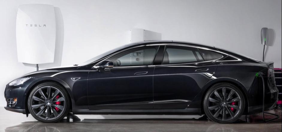 Auto elettrica Tesla nera