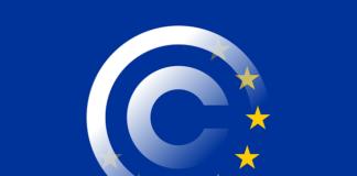 Simbolo del copyright sovrapposto alla bandiera europea