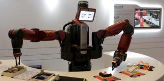 Robot con occhi che rappresenta il deep coding