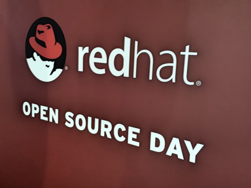 logo red hat open source day