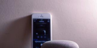 ricerche vocali attraverso smartphone e assistente