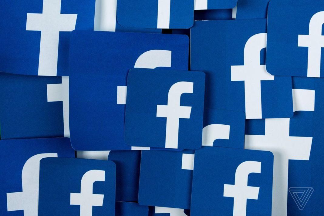Pila di loghi Facebook con fondo blu.